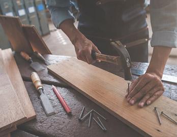 Lapra szerelt bútorok összeszerelése, beépítése